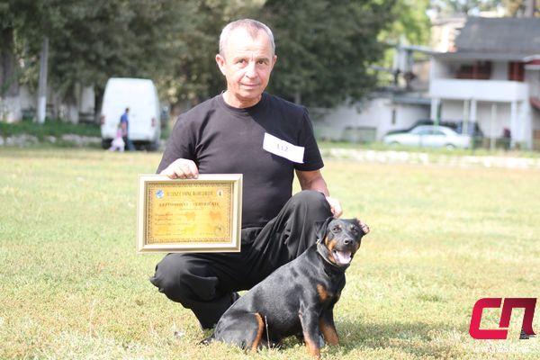Чемпион Молдовы Граф с владельцем Валентином Нагирняком.